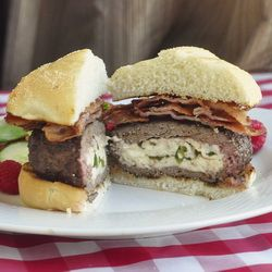 Jalapeno and Queso Fresco Stuffed Burgers: Food Recipes, Burgers Buns, Jalapeno Peppers, Ground Beef, Fresco Stuffed, Bacon Cake, Crispy Bacon, Stuffed Burgers, Fresh Cheese