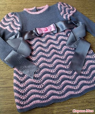 Dark grey pink scallop knit dress