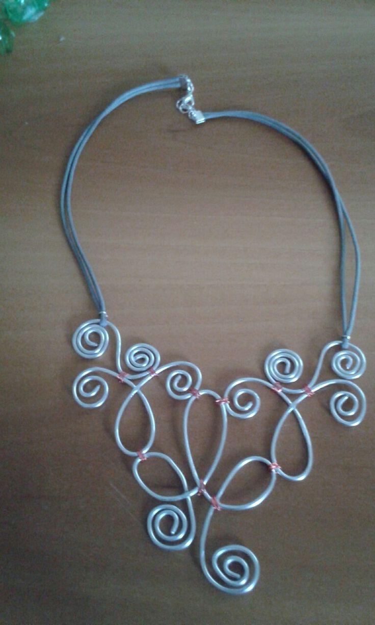 Intrecci in alluminio fissati con filo in rame