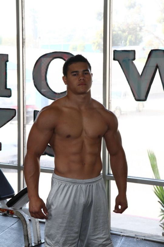 Muscle Worship | Beefy muscles | Muscle, Hot guys und Swimwear