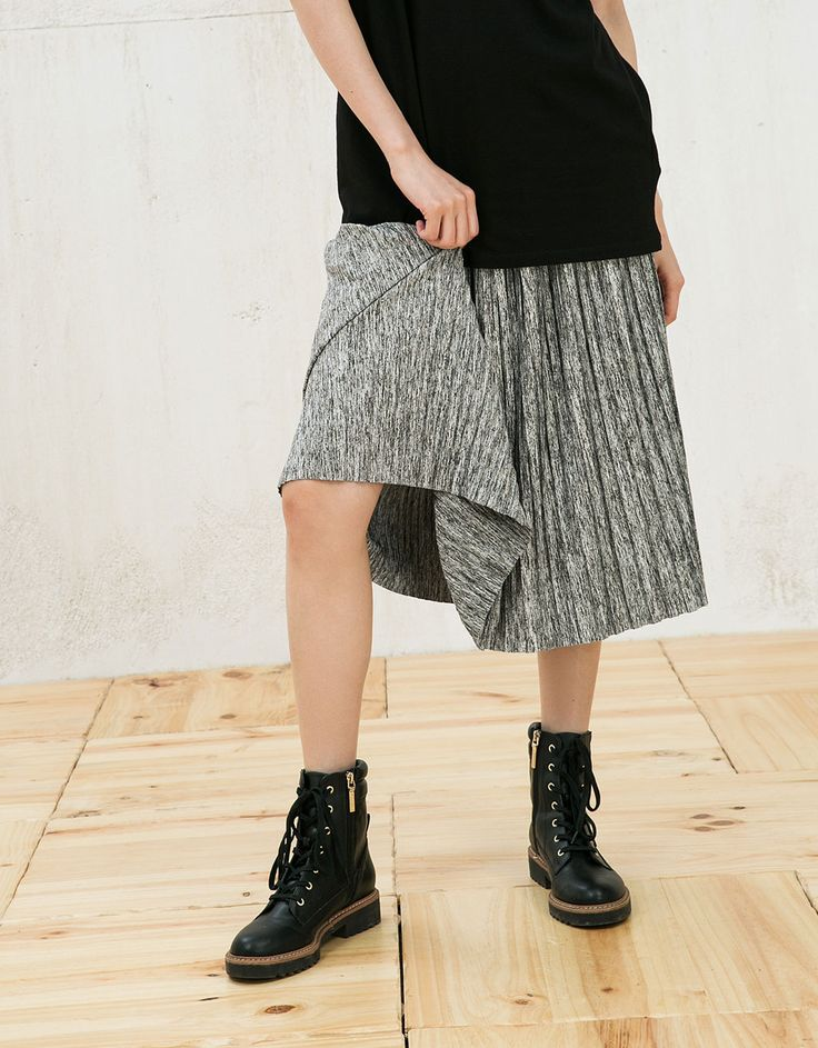 Falda plisada goma en cintura - Mujer - Bershka España 23e