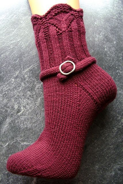 Ravelry: Magie pattern by Sonja Köhler. Free sock pattern. (Wahrscheinlich nur top-down zu stricken)