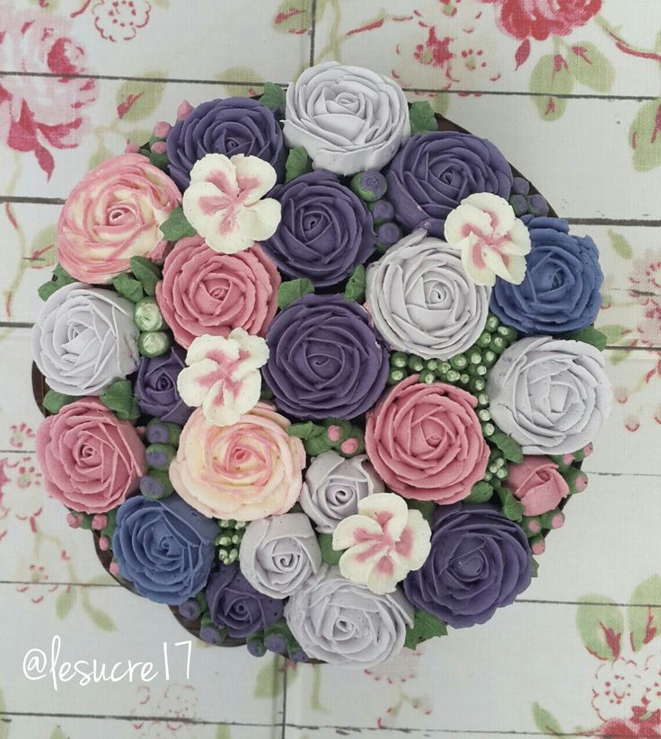 Blooming Flower Buttercream Cake By: Le Sucre Ig: @lesucre17