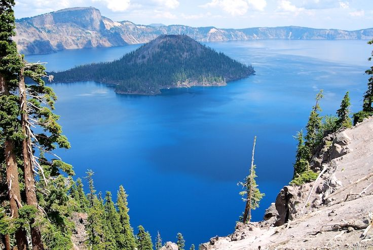 this post has a ton of super cool places to camp, hike and explore around western Oregon - pic is Crater Lake