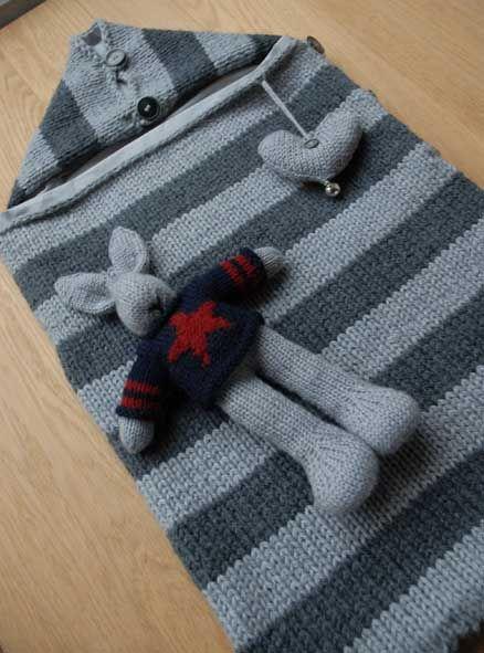 Un sacco a pelo in formato mini per il cucciolo in arrivo! Il modello è di Phildar, ho aggiunto però una federa in cotone removibile così no...