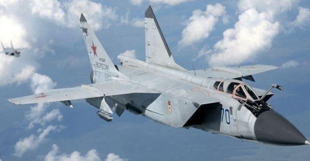 Sibirya'da askeri uçak düştü