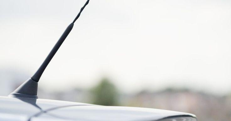 Cómo mejorar la recepción de una antena de radio FM. Para recibir transmisiones de una radio FM se necesita algún tipo de antena especial. Existen muchos tipos de antenas, que van desde los más simples hasta los más elaborados, pero obtener el mejor rendimiento de una antena depende del uso de algunos principios bastante simples.