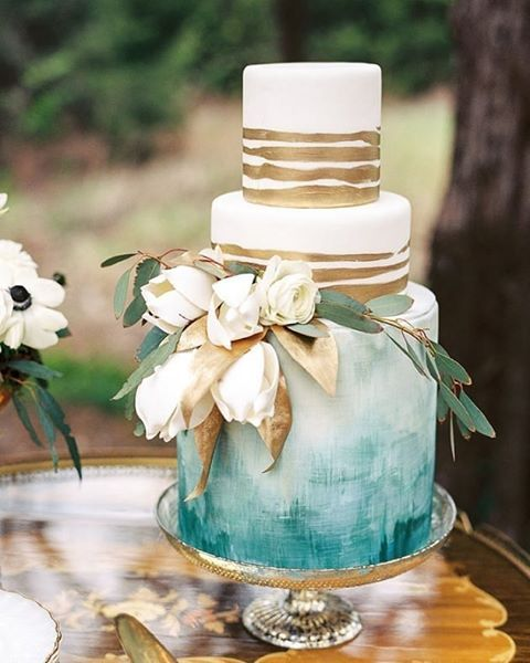 loving this gold + watercolor hand-painted cake by @amycakes7 in today's featured shoot #NowOnGLW // photography @sheradeehurstphotography // stylist @krissifarrimond // florals @trochtas // calligraphy @clketter