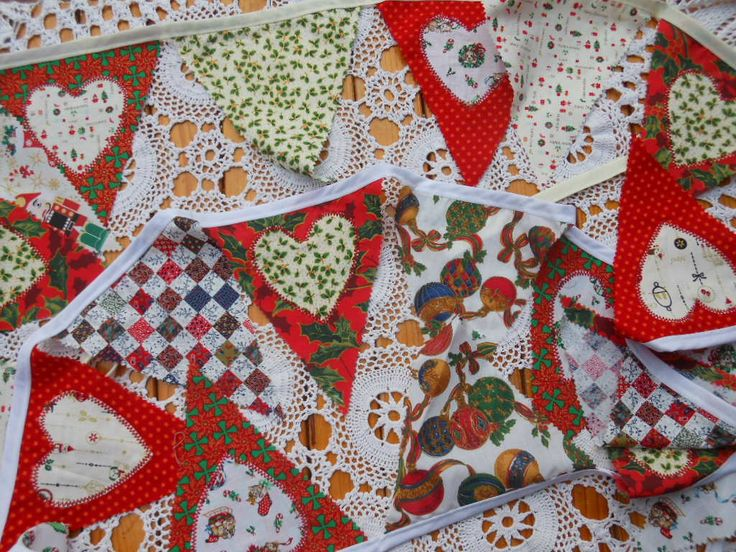 Christmas Bunting with applique hearts.