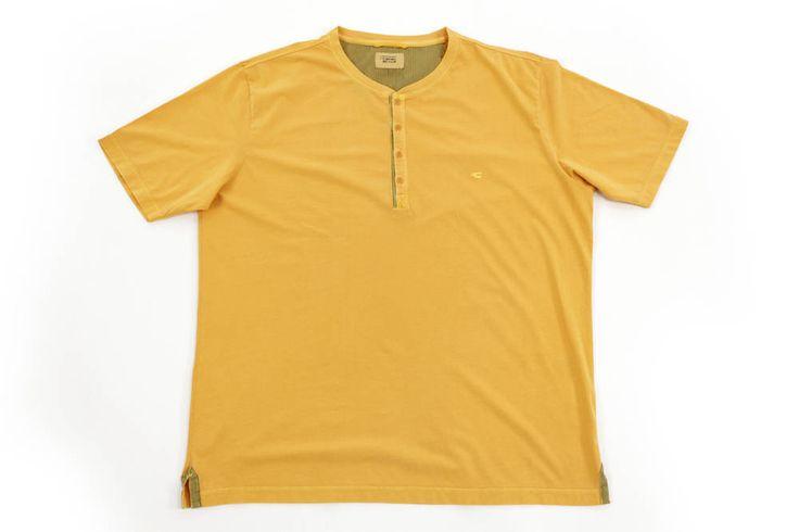 Żółty t-shirt Camel Active zapinany na guziki. Idealny na wiosenne dni. Dostępny w rozmiarach od 3XL do 8XL.