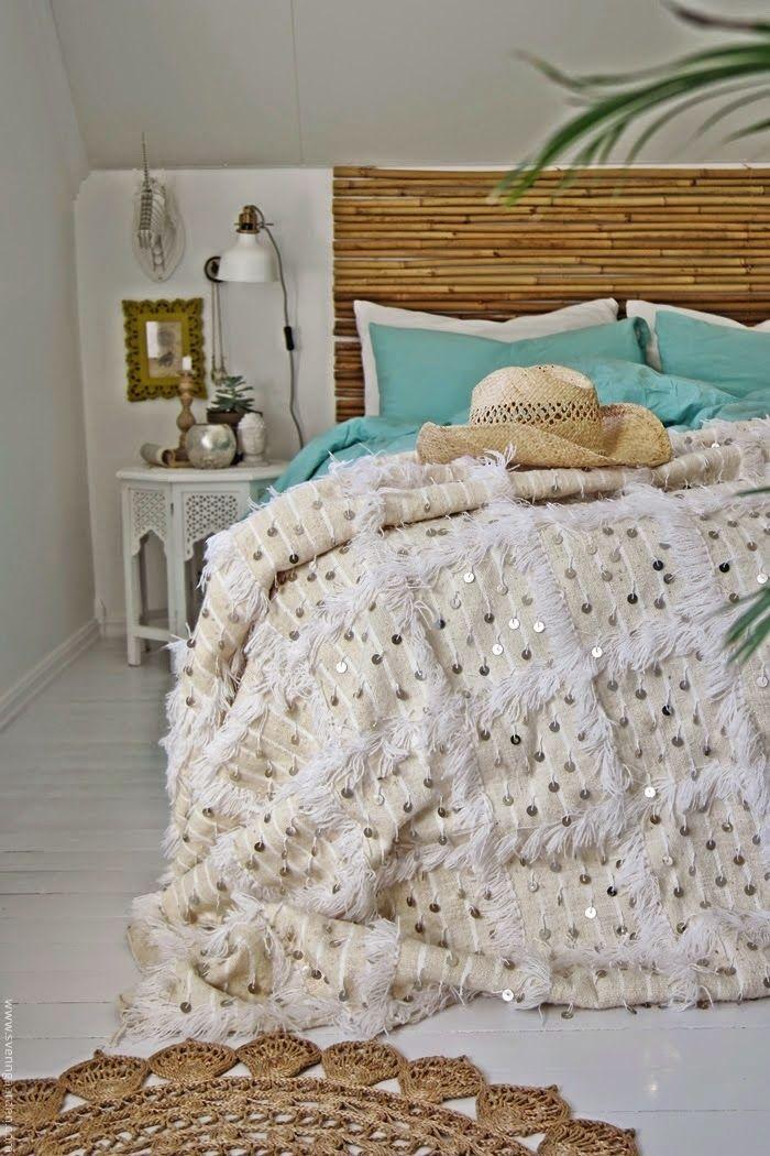 decoración marroquí y nórdica para un dormitorio veraniego. handira marroquí