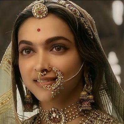 Deepika Padukone Closeup Beautiful from Padmavati ...