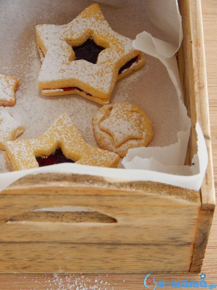 Στην Τσεχία υπάρχει ένα είδος άτυπου διαγωνισμού ανάμεσα στις νοικοκυρές που συναγωνίζονται για το ποια θα φτιάξει περισσότερα χριστουγεννιάτικα γλυκά και μάλιστα σε όσο γίνεται μικρότερο μέγεθος. Λιλιπούτειοι πειρασμοί δηλαδή!