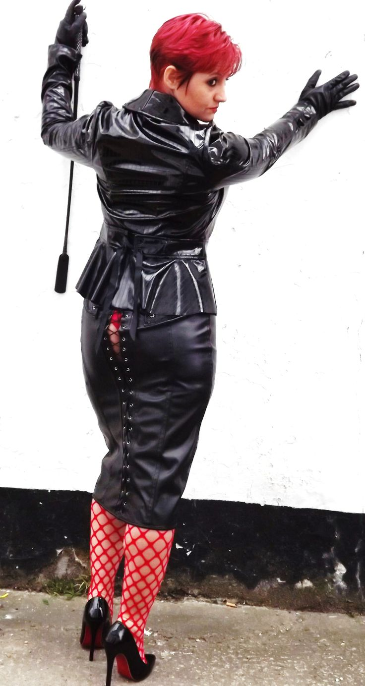 sexy in leather/pvc
