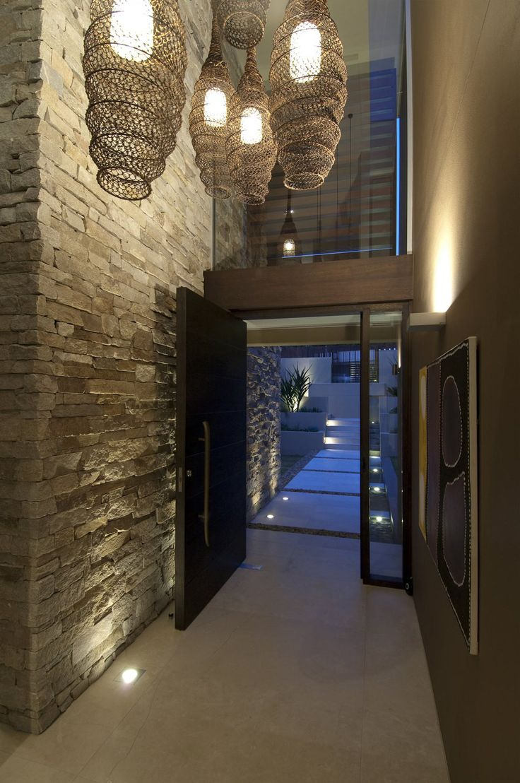 Otwarta kuchnia w bieli hola design homesquare - Stone Wall And Cool Hanging Lamp At Modern Waterfront House Design By Bruce Stafford Architects Home Trends Design Photos Home Design Picture At Home