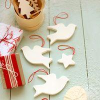 """やさしい""""白""""に、ほっこり。紙粘土で作る簡単クリスマスオーナメント"""