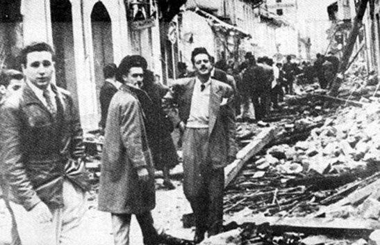 ecopopularve.wordpress.com  -  Fidel Castro a la izquierda. En ese momento estudiante que se reuniría con Gaitan.
