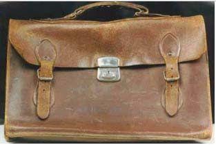 Oι δερμάτινες σάκες (τσάντες) στην σχολική ζωή εκεί στις δεκαετίες του 60 και του 70 | www.fatsimare.gr