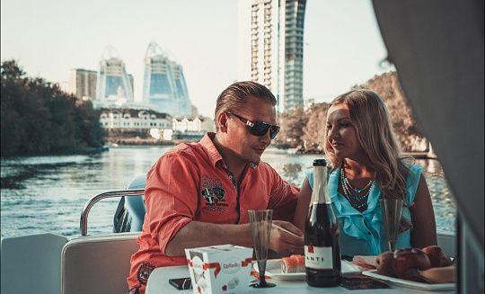 Прогулка на яхте в Москве