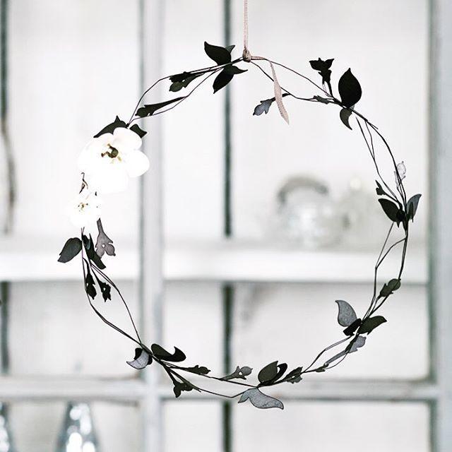 """""""Snowberry Wreath"""" #snowberrywreath #wreath #jettefrölich #jettefroelich #jettefrölichdesign #jettefroelichdesign #danishdesign #danish #design #handcut #metal  #interiordesign #interiordecor #interiordecoration"""