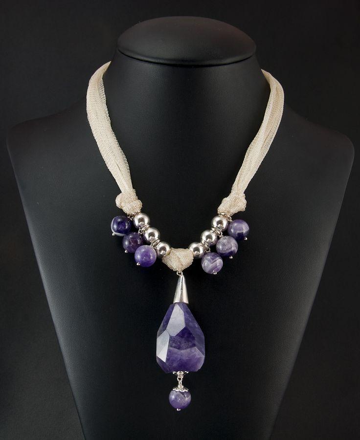semi-long silver necklace with amethyst and organza ribbon (collar de plata semilargo con amatistas y cinta de organza)