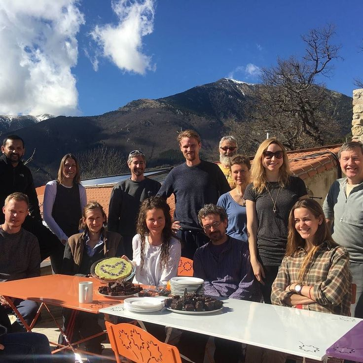 Some of the Winter Retreat crew enjoying the sunshine and dessert on the terrace at Dhamma Vihara #winterretreat #retreat #sunshine #stillness #happiness #meditation #meditationretreat #retreatcentre #dhamma #burgs #awakening #liberation #enlightenment