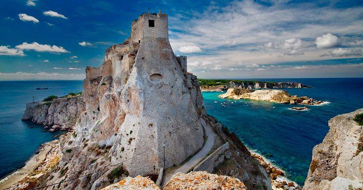 Le Isole Tremiti compongono uno spettacolare arcipelago del Mar Adriatico, tra i principali punti d'attrazione turistica della #Puglia.   Ci sei mai stato?  #CosaVedereinPuglia #WeAreinPuglia
