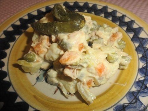 Insalata russa con tonno,piselli e patate