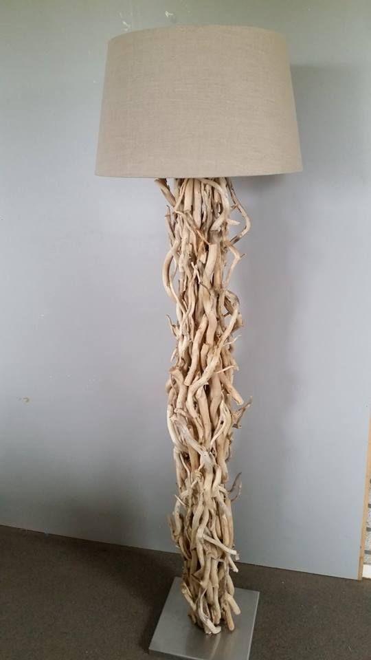 Staande lamp gemaakt met brocante takken. www.decoratietakken.nl