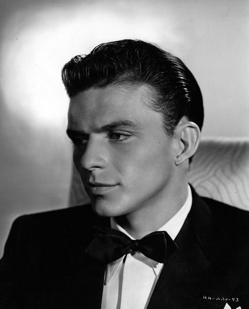 Frank Sinatra..i definitely wish men would dress like this again, so handsome, OI!
