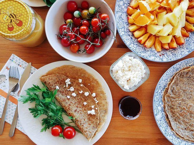 En güzel mutfak paylaşımları için kanalımıza abone olunuz. http://www.kadinika.com Herkeslere gutmornink Kocamın deyimiyle kuş yemi aromalı kreplerimizle sabah kahvaltımızı anca ettik. Kuş yemi aromalı dediysek kötü değil böyle pıt pıt çıt çıt güzel bişey oldu bu krepler. İçinde chia-keten tohumları yulaf kepeği-ezmesi tam buğday unu finduk…