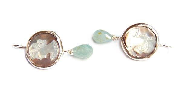 Uniek paar oorhangers met camees van parelmoer | Oorsieraden - Zilver | Nadine Kieft Jewelry Webshop