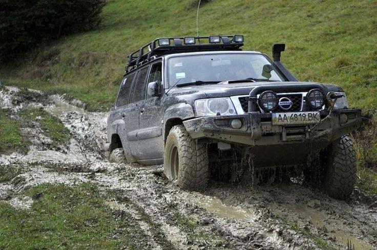 Рассказ владельца Nissan Patrol GR II (Y61) — путешествие. Небольшой трофи рейд по Карпатским полонинам.  Отличная погода, немного скользко, немного грязно :) Но в целом балдеж. После Крымских гор, Карпатские вершины, более спокойны, нет не более величавы или солидны, они просто совсем другие. Более зеленые, более плавные. Осень, еще не пришла в Карпаты, но…