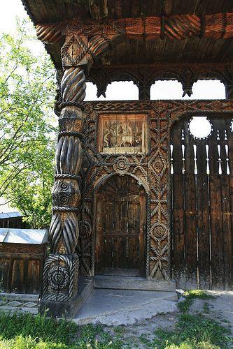 https://flic.kr/p/6r4TMa   Traditional Romanian carved wooden gate detail. Hoteni, Maramureş
