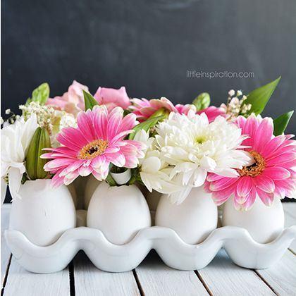 Seems like a pretty easy way to show off beautiful flowers in spring seasonal vases Eggshell Flower Centerpiece