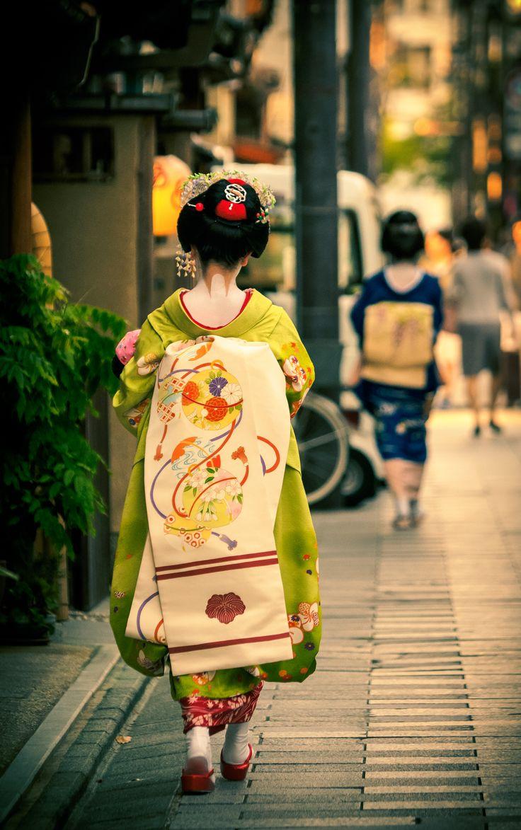 maiko 舞妓 geiko 芸妓 宮川町 KYOTO JAPAN