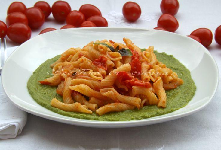 Pasta con pomodorini e crema di piselli