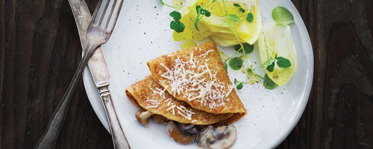 Madpandekager med fyld af champignoner, gorgonzola og parmesan. Find flere lækre italienske opskrifter på www.modernemamma.dk.