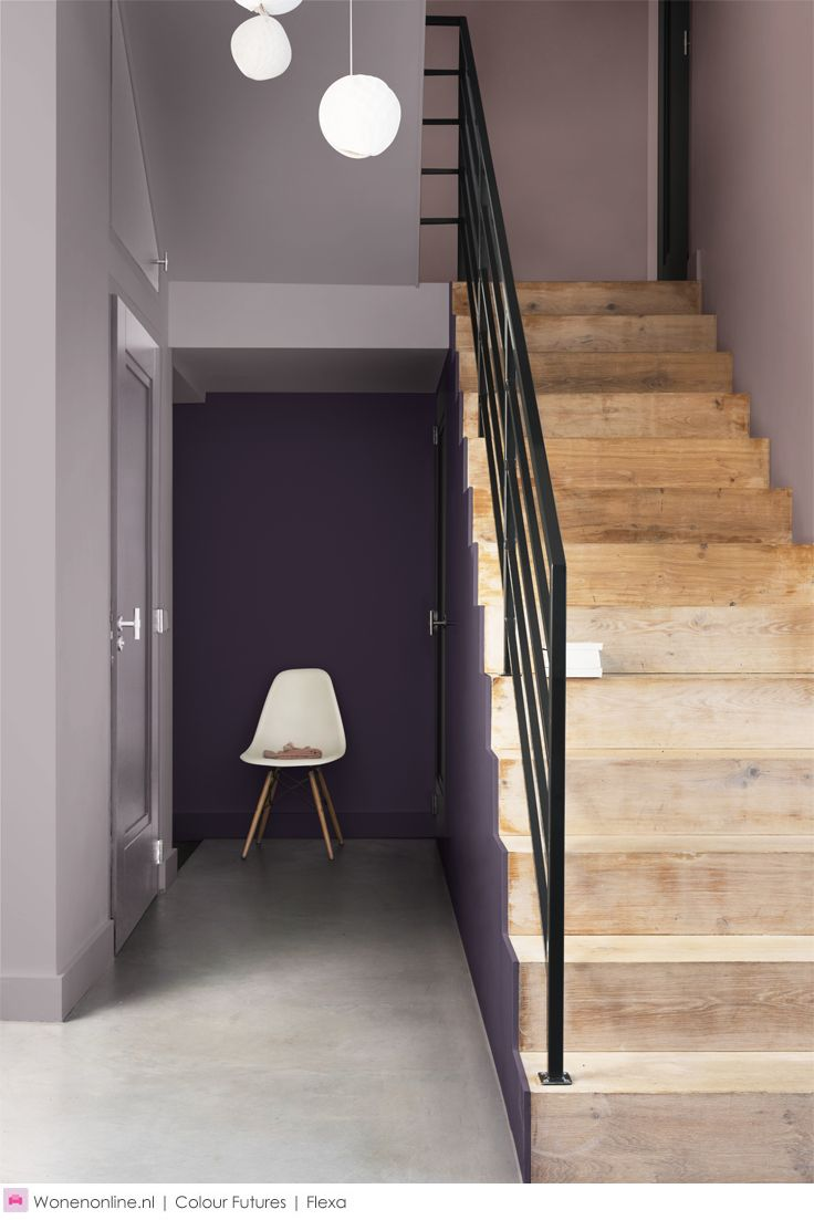 De kleur van 2018: Heart Wood - De Kleur van het Jaar Heart Wood is een volwassen grijsroze kleur die je associeert met de warmte van hout en het aaibare karakter van leer. Dit zorgt ervoor dat je je op je gemak voelt in je huis. De kleur staat voor warmte die we als houvast nodig hebben in tijden van verandering. #kleur #kleurentrends #colour #interieur #interior #flexa