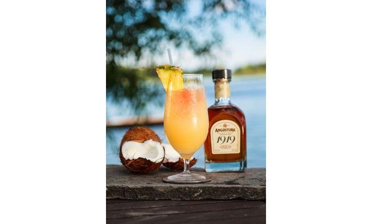 Angostura 1919 (Artikelnummer på Systembolaget är 504) Kan drickas närsomhelst på året, men är gudomligt läskande under varma sommarnätter. En riktig fa