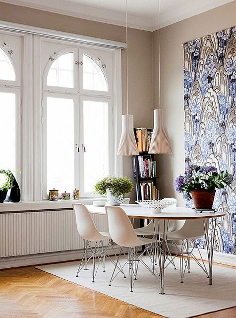 I am not too keen on purple. I love the way the wall is wallpapered though.