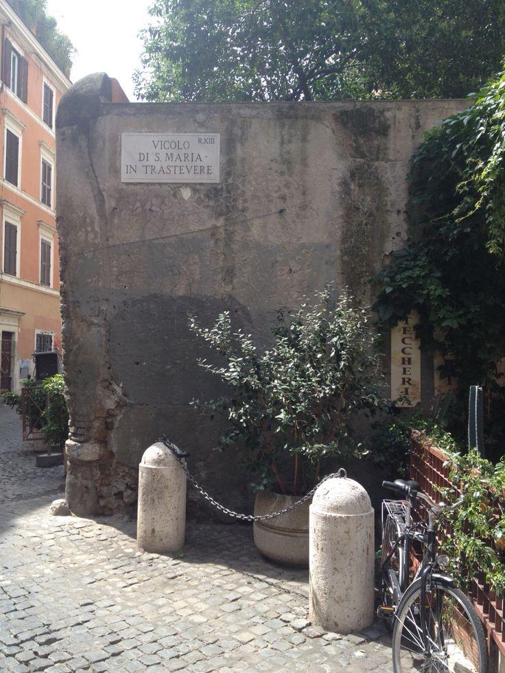 Alley in Trastevere in Rome