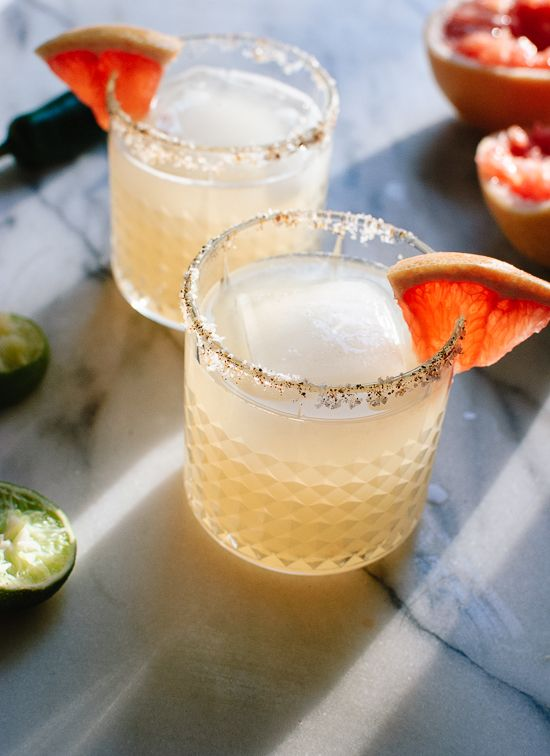 Sweet and spicy grapefruit margaritas. Yes, please!