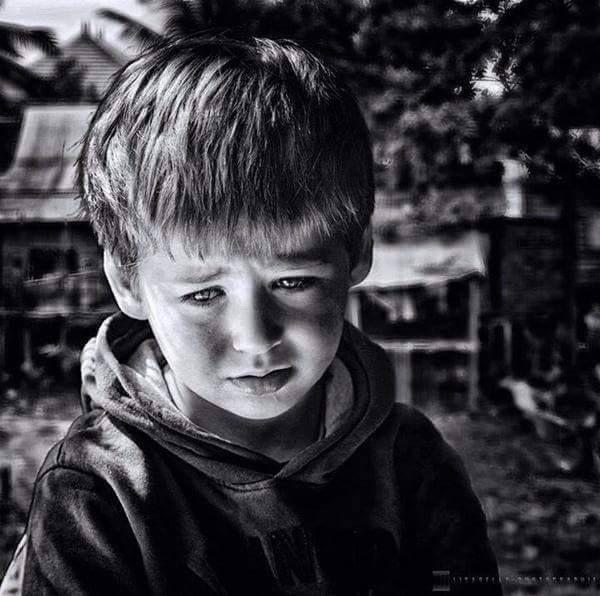 لا تبكي يا صغيري لا انظر نحو السماء من صوتك الحريري لا تقطع الرجاء ان الامل جهد عمل والجهد لا يضيييع The Age Of Innocence Children Eyes