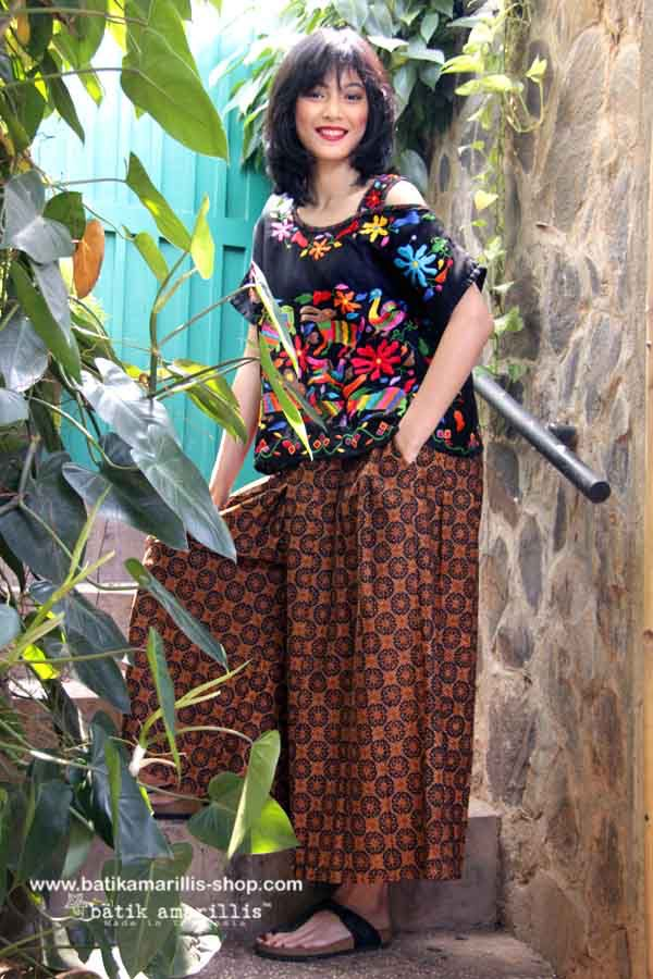 Batik Amarillis made in Indonesia proudly presents Batik Amarillis's Breezy 2 This one shoulder cut out Top is super comfy with cut loose style which features Mexican folk embroidery #mexicanembroidery #batikamarillis