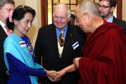 Le dalaï-lama a appelé mardi les moines bouddhistes en Birmanie, présumés incitateurs aux violences meurtrières contre la minorité musulmane...