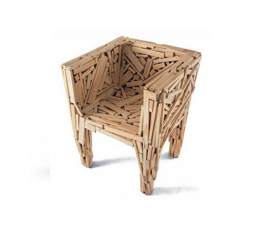 Favela - Inspirada na cidade de São Paulo, a cadeira Favela projetou o design brasileiro para o cenário internacional. A peça foi feita em 1991 pelos irmãos Campana e produzida pela Edra