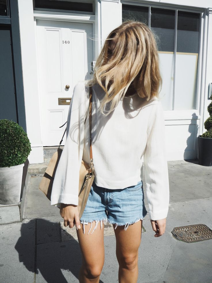 Chloé faye bag & Levis 501 shorts. Via Mija