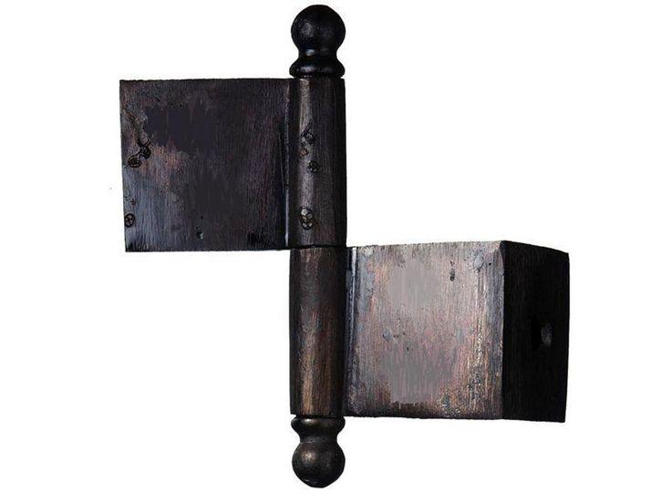 Fönster- och garderobsgångjärn i handsmitt linoljebränt järn. Höjd 65 mm, exkl tappknoppar. Totalhöjd 90 mm. Passar dörrtjocklek upp till 33 mm. Levereras oborrade. Passande skruv nr 14.