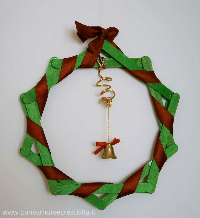 Crafts for kids: a Christmas Wreath